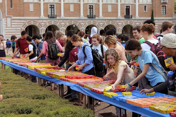 Students choosing pies