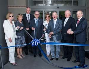 Mary McIntire, Rice trustee emeritus Susie Glasscock, Rice Board of Trustees Chair Bobby Tudor, Rice trustee emeritus Robert Clarke, Linda Anderson, Rice trustee emeritus Kent Anderson, Mel Glasscock and Rice President David Leebron take part in the ribbon-cutting for the Anderson-Clarke Center. Photo by Jeff Fitlow.