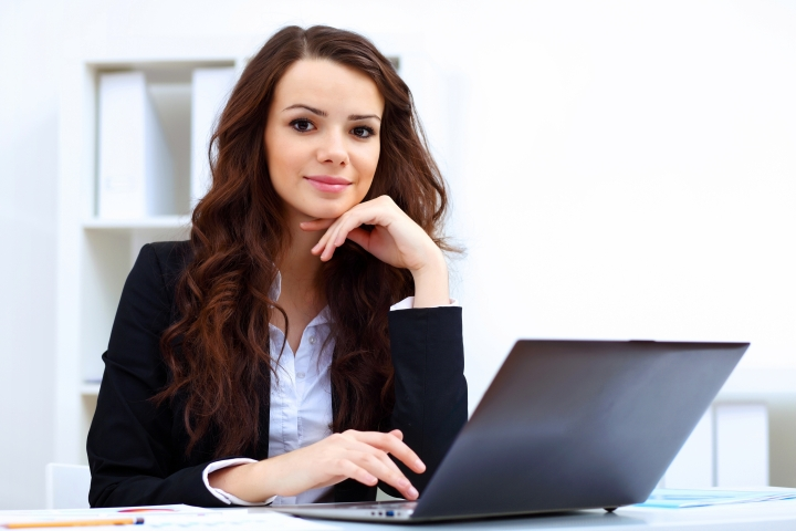 online-learning_female_professional_laptop_sitting